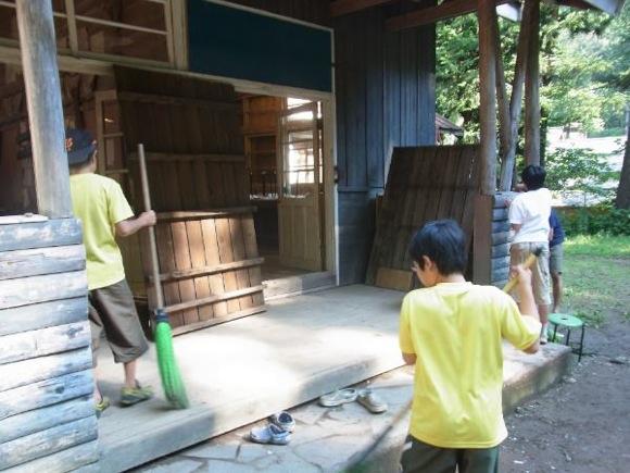 第77回野尻学荘 15日目 帰る前にはキャンプ場を念入りに掃除です