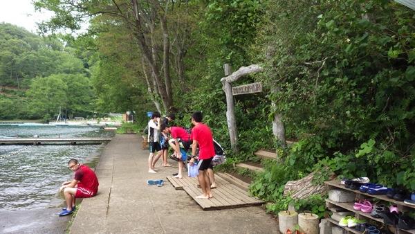 午後は全キャビン水場で遊んでいました!|第79回野尻学荘4日目