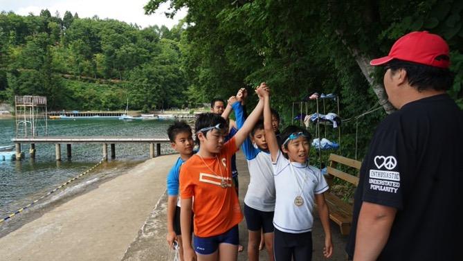 午後のフリータイムは水場が大盛況でした|第80回野尻学荘