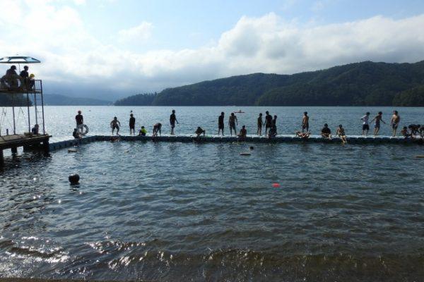午後は水場で活動するボーイズがたくさん、夕食後は親睦会|第84回野尻学荘2日目
