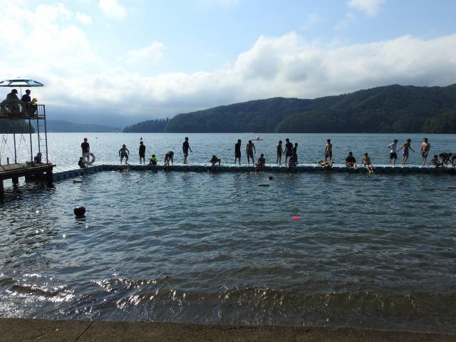 野尻学荘 - 午後は水場で活動するボーイズがたくさん、夕食後は親睦会|第84回野尻学荘2日目
